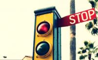 交通灯(红绿灯)的演变历史,世界是第一个交通灯是谁发明的,在哪里使用的?