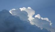 常说蓝天白云,云为什么是白色的?为什么云有时又是灰色的?