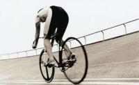 为什么自行车在运动的时候不会倒,在静止的时候就会倒呢?