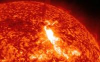 太阳光为什么是热的?太阳是靠燃烧自己才发热的吗?太阳能维持多久?太阳的生命有多长了?太阳的主要组成部分是什么?